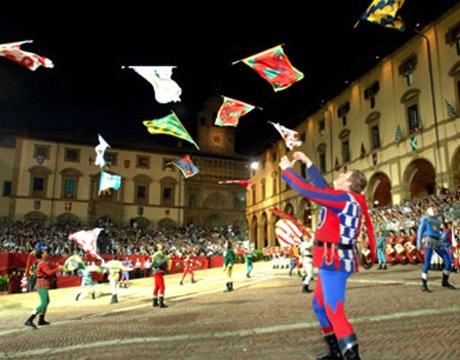 Arezzo, sbandierata on main square