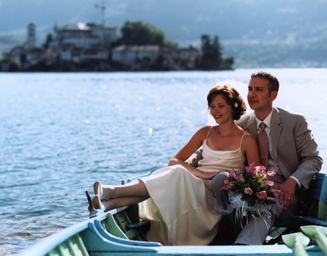 Married couple on Lake Maggiore in destination wedding location Piedmont