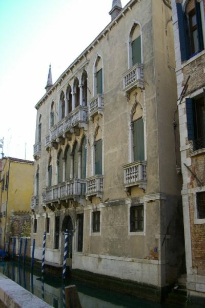 Gothic Palace in the Heart of Venice (1)